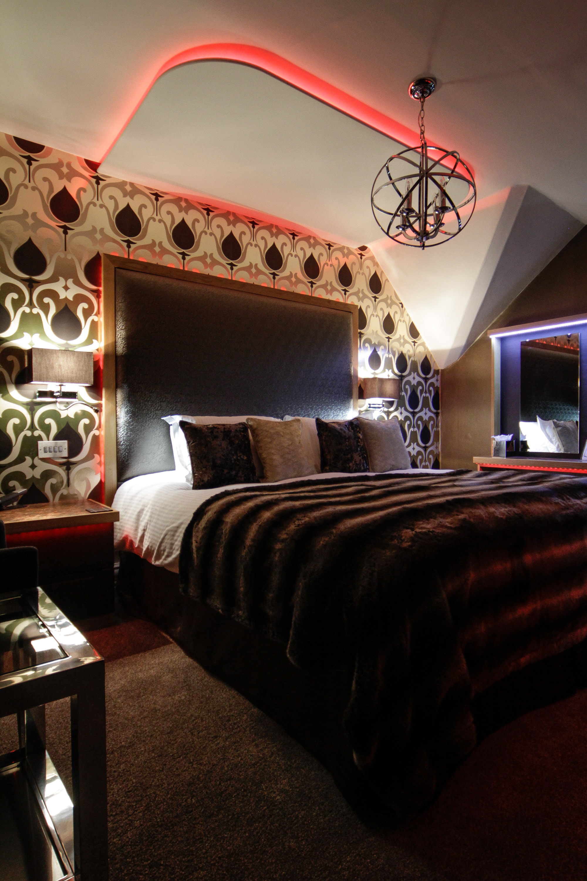 Fancy Hotel Room: Win A Night For 2 Couples In Luxury
