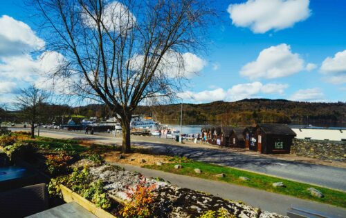 Outdoor dining in the Lake District - Lake Windermere views