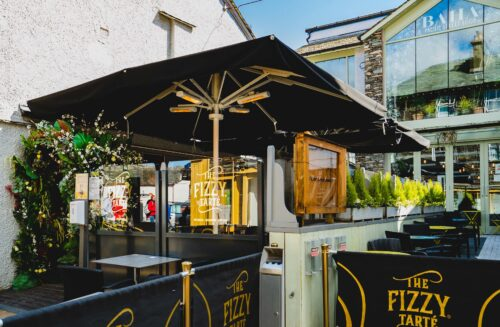 The Fizzy Tarte - Outdoor dining in the Lake District - Terrace with umbrellas and heaters