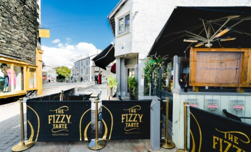 The Fizzy Tarte - Outdoor dining in the Lake District - Terrace with umbrellas and pavement patio