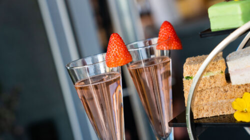 The Fizzy Tarte - Outdoor dining in the Lake District - serving pink prosecco